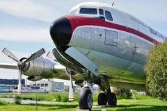 从北空运货物(NAC)的葡萄酒DC-6 Liftmaster飞机 免版税库存照片
