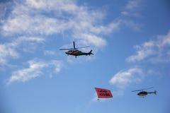 北约直升机和飞机有旗子的在军事游行在里加,拉脱维亚 库存照片
