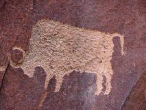 北美野牛刻在岩石上的文字 库存照片
