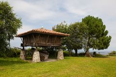 北西班牙的传统农村五谷仓库Horreo 免版税库存图片