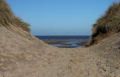 北诺福克区沿海小径,海滩场面 库存照片