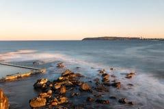 北部卷毛卷毛岩石水池,悉尼澳大利亚 库存照片