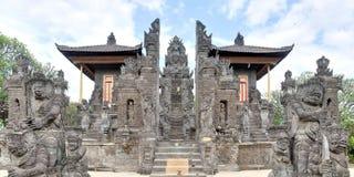北部在Singaraja,巴厘岛附近的巴厘语印度寺庙 库存照片