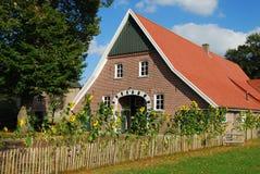 北部德国村庄房子 免版税库存图片