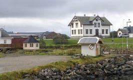 北部挪威的村庄 免版税库存图片