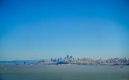 从北部景色观点采取的旧金山美好的地平线视图 库存图片