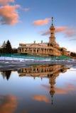 北部河驻地的反射在莫斯科 免版税库存图片
