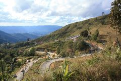 北部泰国, 2009年1月01日:所有人民到冷气候和美丽的景色的山旅行 库存照片