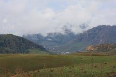 北部的高加索山脉 库存图片