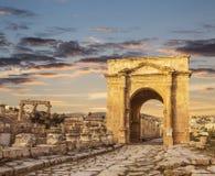 北部门,古老罗马市上古Gerasa在日落,现代杰拉什的 库存照片