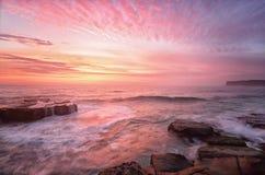 从北部Avoca海滩澳大利亚的日出 图库摄影