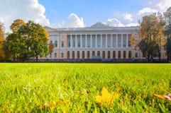 北门面Mikhailovsky宫殿,修造状态俄国博物馆在圣彼德堡,俄罗斯 免版税库存照片