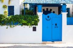 北非蓝色门 库存照片
