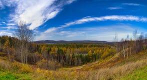 北Ontario湖观点在秋天期间的,采取从 库存照片