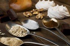 匙子用糖、咖啡、燕麦和蛋白甜饼, marshmal的巧克力 库存图片