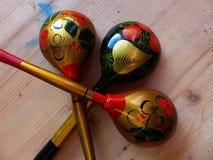 匙子 特写镜头 Khokhloma -一个古老俄国民间工艺XVII世纪 传统元素Khokhloma -红色水多的莓果 免版税库存照片
