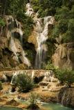 匡Si瀑布在老挝 免版税库存图片