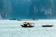 匡Si瀑布& x28; Tat Guangxi& x29; 琅勃拉邦,老挝 免版税库存照片
