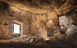 匪盗在Feliceto上的` s房子内部在可西嘉岛 免版税库存照片