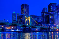 匹兹堡在晚上 库存照片