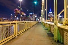 匹兹堡,宾夕法尼亚fron Allegheny地平线着陆acros 库存照片