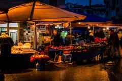 区义卖市场在晚上 库存照片