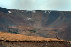 区岩石火山口的山 库存照片