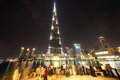 区burj迪拜摩天大楼游人 免版税库存照片