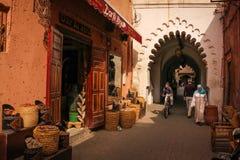 2008区gottic巴塞罗那的barri可以场面西班牙街道 马拉喀什 摩洛哥 免版税库存照片