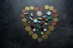 医学和货币 消耗大的医学 库存图片