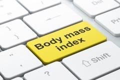 医学概念:在键盘背景的身体容积指数 库存图片