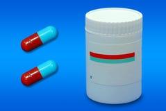 医学药片和瓶 免版税库存图片
