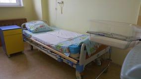医房的全景 产后期间的单人床 影视素材