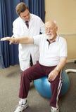 医生产生物理疗法 免版税图库摄影
