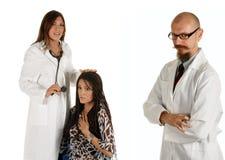 医生体验年轻人 库存照片