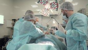 医生做手术 免版税库存图片