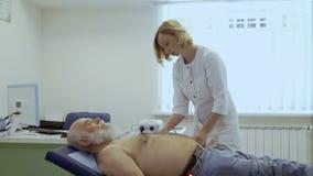 医生准备年长人对心电图学 股票视频