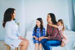 医生医疗妇女年轻人 免版税库存图片