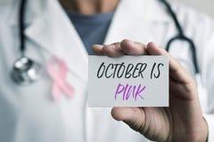 医生和牌与文本10月桃红色 免版税库存图片