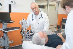 医生在急诊室 免版税库存图片