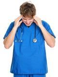 医生头疼护士重点 免版税库存照片