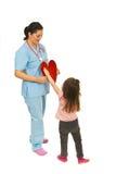 医生女孩重点提供的一点 免版税库存照片