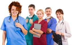 医生女性她兴高采烈的小组年轻人 免版税库存图片