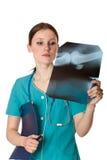医生女性绿色纵向统一 免版税库存照片