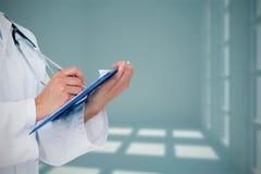 医生文字的综合图象在剪贴板的 免版税库存图片