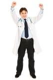 医生激发他的医疗欣喜成功 免版税库存照片