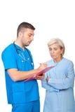 医生男性耐心的规定写道 免版税库存照片