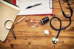 医生的工作书桌,一般开业医生工作区,上面 库存照片