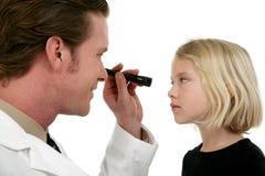 医生眼睛患者 免版税库存照片