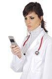 医生移动电话 库存照片